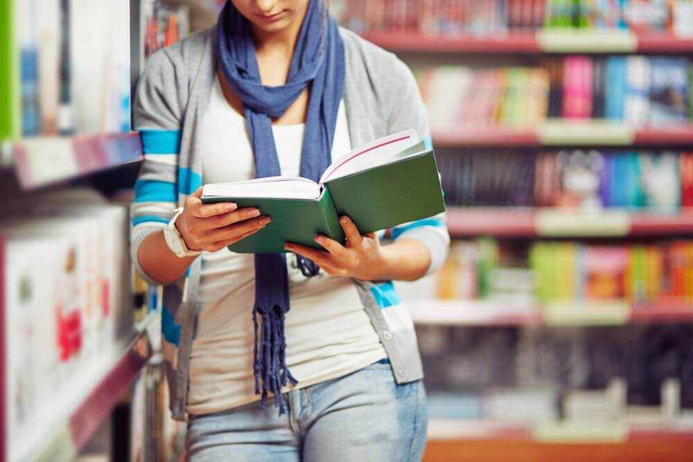 Kentuckey Student in Library Reading Psychology Book